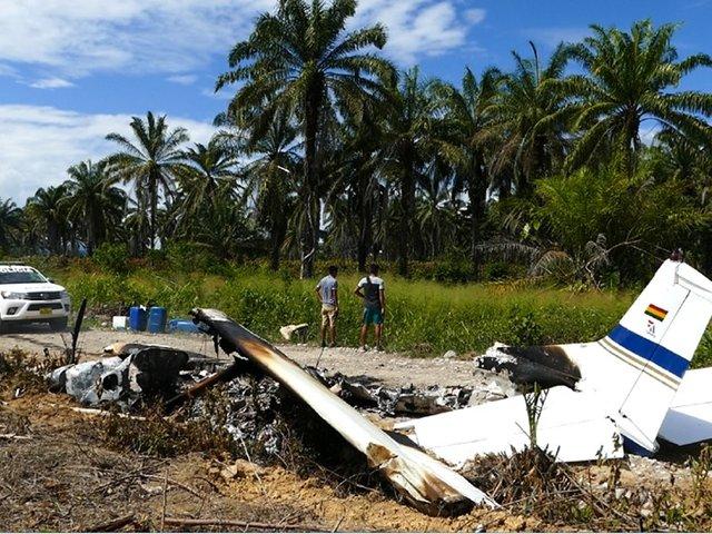 San Martín: avioneta boliviana cae en Tocache y sus tripulantes queman la nave