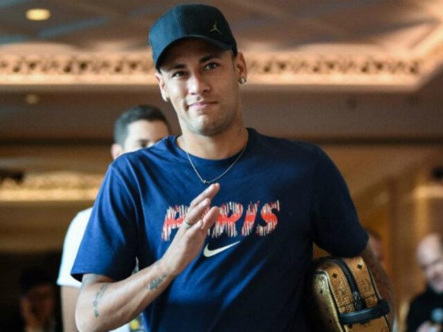 Neymar visita a sus compañeros de la selección brasileña en Sao Paulo