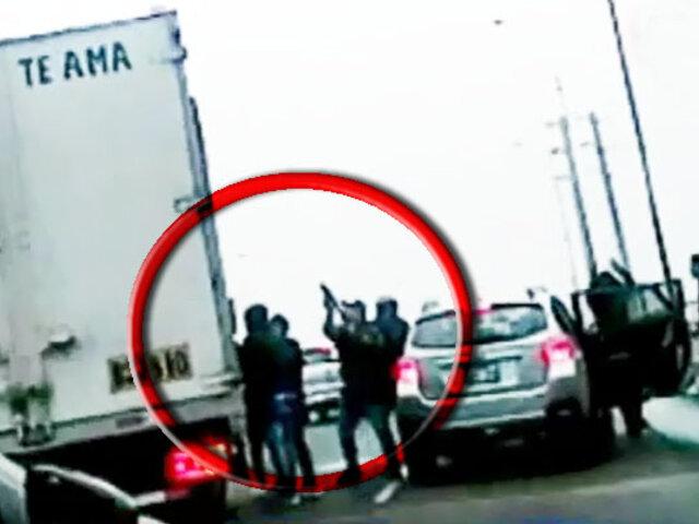Callao: capturan a tres implicados en robo a furgoneta en Av. Colonial