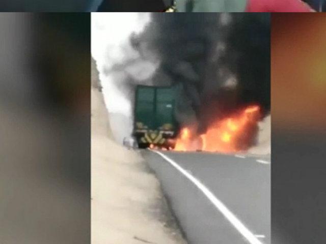 Huacho: tráiler se incendió en la Panamericana Norte