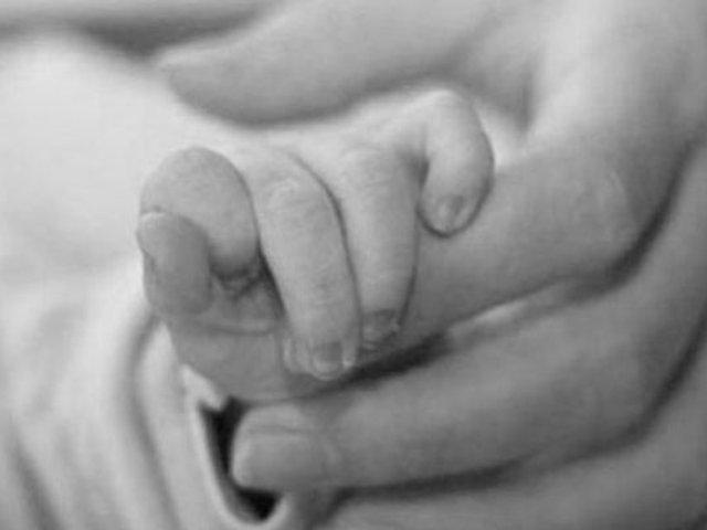 Huancayo: mujer dio a luz en la puerta de hospital y bebé cayó al suelo