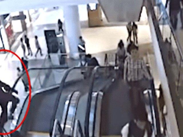 Niño pierde la vida tras caer de escaleras eléctricas de centro comercial
