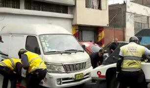 La Victoria: vehículos mal estacionados y abandonados son enviados al depósito
