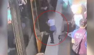 Australia: cámaras registraron el instante en el que un niño cayó a las vías del tren
