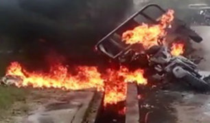 Pucallpa: motocarga se incendió y quedó calcinada en plena pista