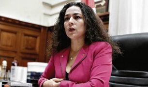 Cecilia Chacón confundió bandera peruana con austriaca