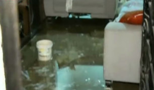SJM: colapso de tubería inundó viviendas durante madrugada