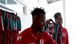 Selección peruana recibió obsequio del Fluminense