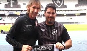 Gareca recibe camiseta especial de Botafogo en honor a Didí