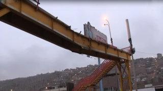 Lurín: camión rompe base de puente peatonal de la Panamericana Sur