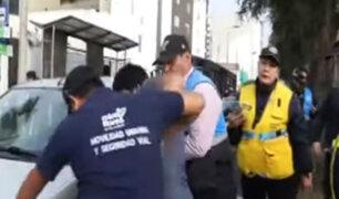 Miraflores: colectivero agrede a fiscalizadores en Av. Arequipa