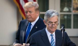 Powell alerta que tensión comercial y debilidad global pesan sobre EEUU