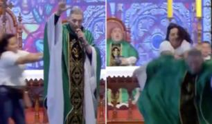 Brasil: sacerdote fue empujado en plena misa ante miles de personas