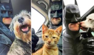 Hombre se viste de Batman para rescatar animales a punto de ser sacrificados