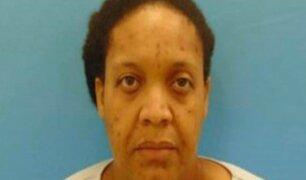 Detienen a mujer que vivió tres años con el cadáver de su madre