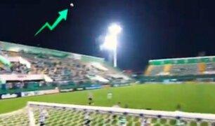 Captan movimiento 'paranormal' de una pelota en estadio del Chapecoense