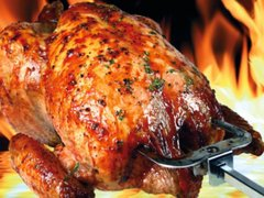 Peruanos se alistan para celebrar el Día del Pollo a la brasa