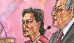 Alejandro Toledo llegó vestido de rojo y engrilletado a audiencia de fianza