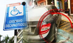 Conductores no respetan los estacionamientos para personas con discapacidad