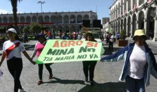 Cientos protestan en Arequipa ante llegada de presidente Vizcarra