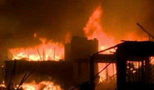Callao: incendio de grandes proporciones destruye numerosas viviendas
