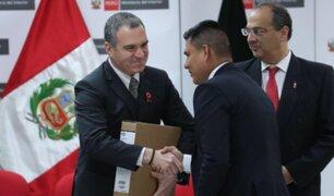 Salvador del Solar dio reconocimiento a policías destacados en sede del Mininter