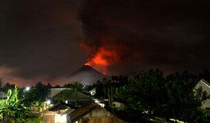 Indonesia: erupción de volcán Tangkuban Perahu causó pánico en ciudadanos