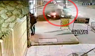 Argentina: conductor fallece tras impactar contra un poste de luz