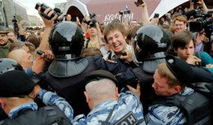 Rusia: violencia en manifestación causó la detención de mil 127 personas