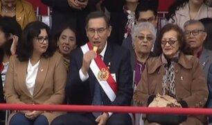 Gran Parada Militar: Martín Vizcarra comió galletas durante desfile