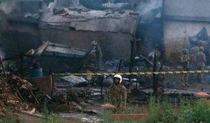 Pakistán: avión militar se estrelló en zona residencial y deja 19 muertos
