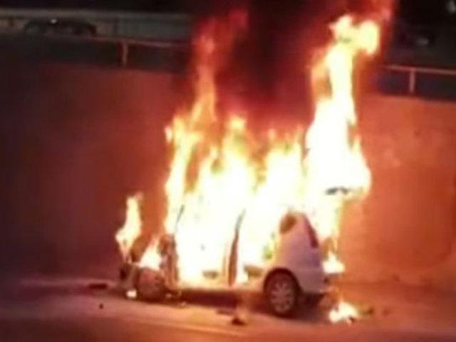 Miraflores: auto se incendió en la Vía Expresa