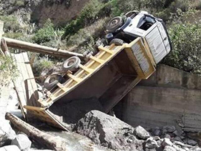 Un escolar muerto y varios heridos deja volcadura de camión en Áncash
