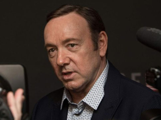 Joven que acusó de agresión sexual a Kevin Spacey retira los cargos