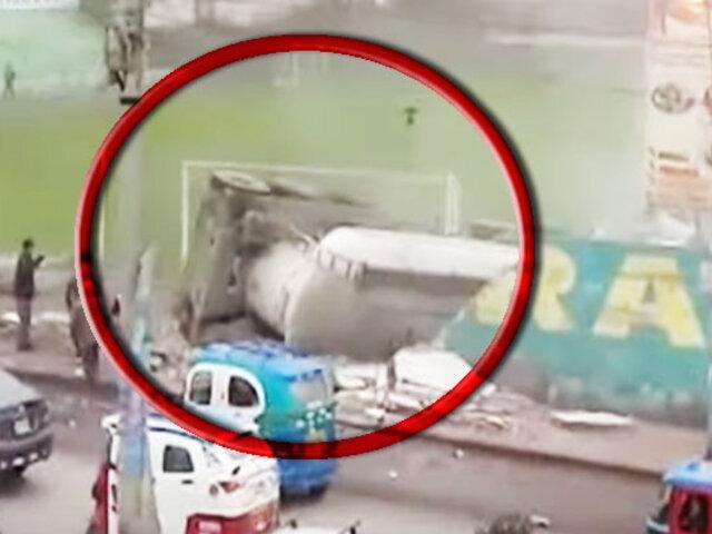"""VMT: camión impactó y destruyó una pared del estadio """"Teófilo Cubillas"""""""