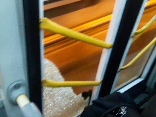 Metropolitano: puerta de bus estalló por gran cantidad de pasajeros