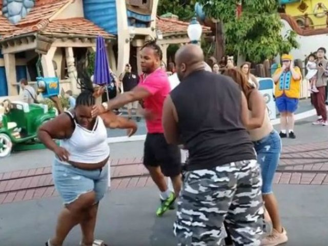Familia protagoniza batalla campal en Disneyland de California
