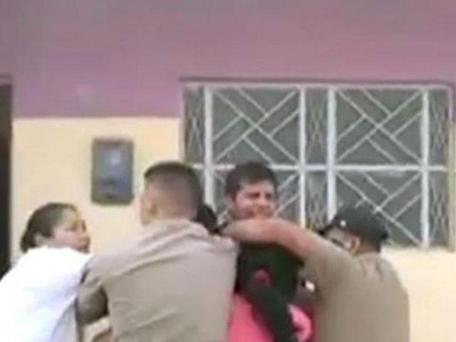 Tumbes : enfurecidos pobladores agreden a policía que intervino moto robada