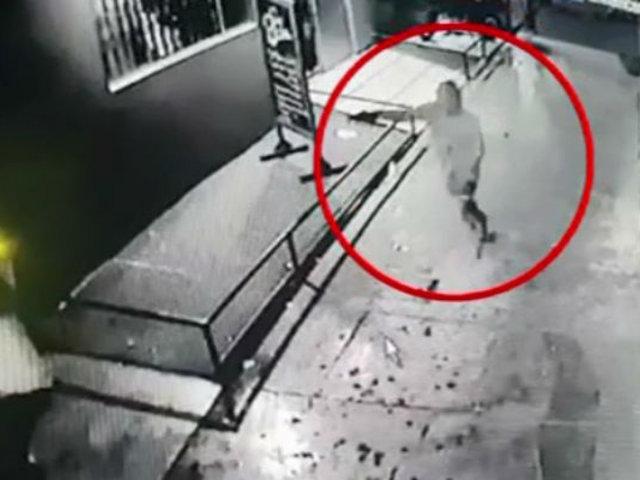 Trujillo: captan asesinato de joven afuera de discoteca