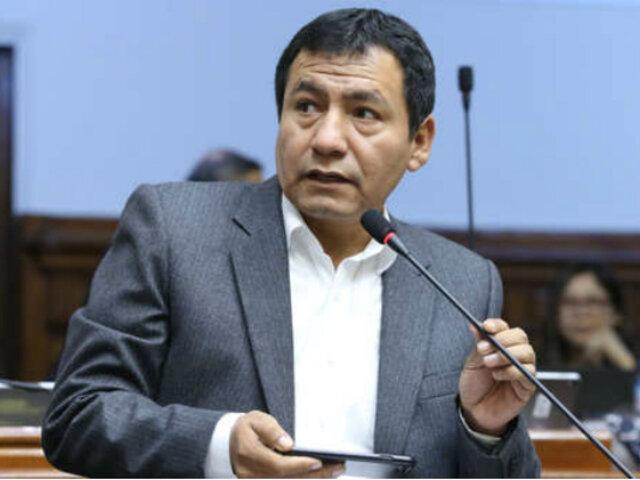 Congresista Dipas salió del país a pesar de condena por colusión