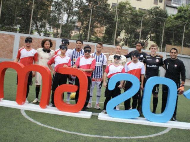 Jugadores de la 'U' y Alianza patearon penales con futbolistas paralímpicos