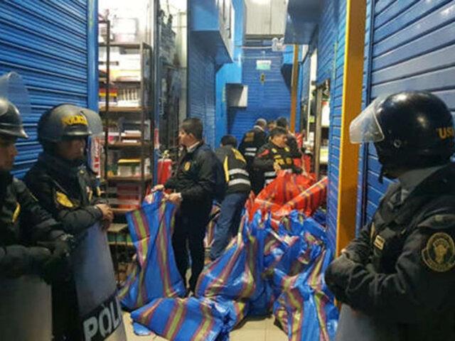 Decomisan libros 'piratas'  durante operativo en galería de la avenida Grau