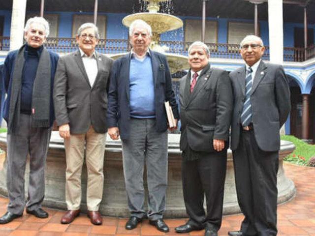 Mario Vargas Llosa llegó a Lima para participar en la Feria del Libro  2019