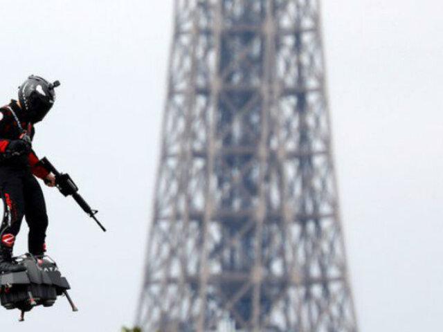 """Francia: """"Soldado Volador"""" fue atractivo en desfile de la Toma de La Bastilla"""