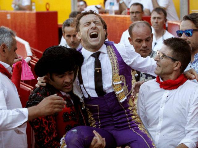 España: torero sobrevive a violenta cornada en Pamplona