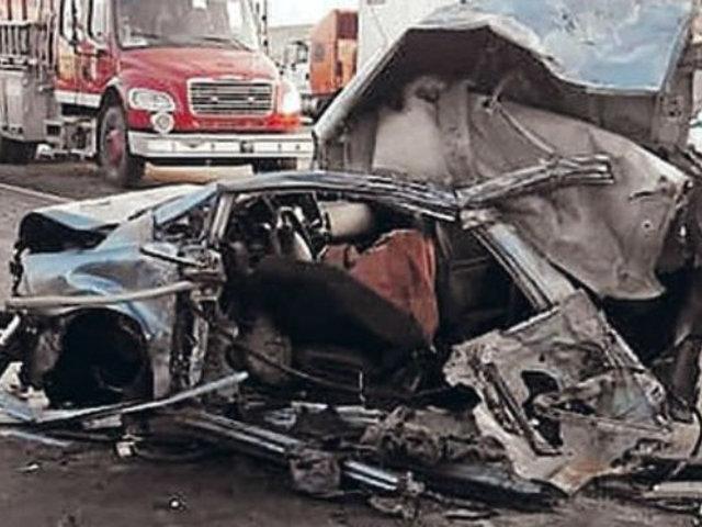 Áncash: captan fatal choque de auto contra patrullero y bus