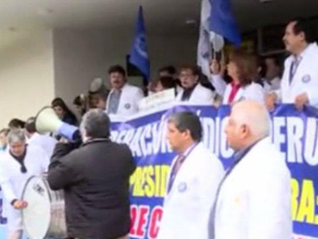 Médicos acatan paro de 48 horas a nivel nacional