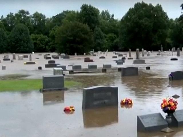 EEUU: cementerios quedan bajo el agua por inundaciones repentinas