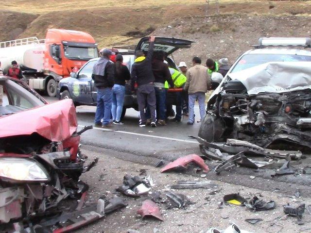Choque de autos deja un muerto y doce heridos en la Carretera Central
