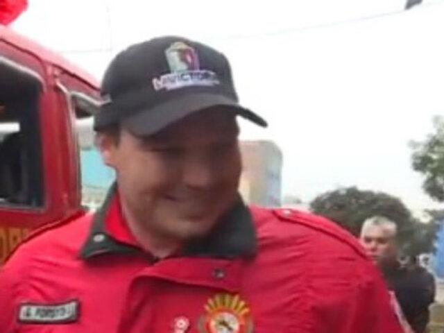 La Victoria: Forsyth hizo entrega de una motobomba y uniformes para bomberos de la estación n°8